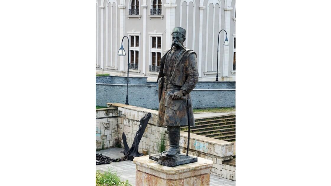 Macédoine Skopje Statue de Georgi Pulevski 1