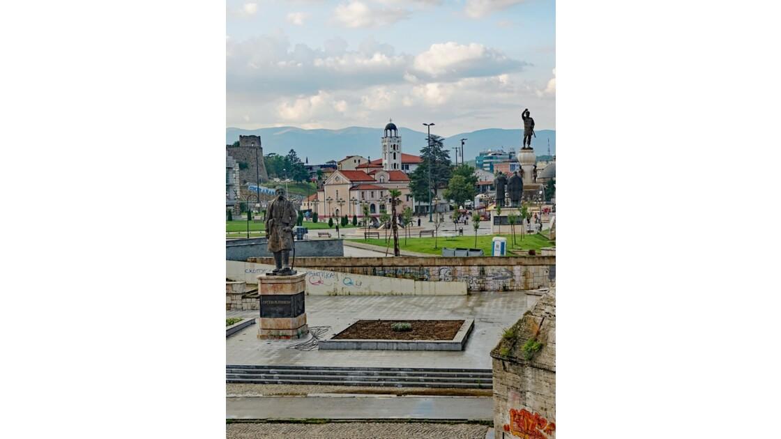 Macédoine Skopje Statues de Georgi Pulevski et de la Place de Macédoine