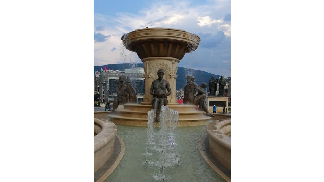 Skopje Fontaine des Mères de la Macédoine 4