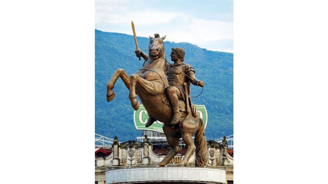 Macédoine Skopje  Statue du Guerrier à cheval 1