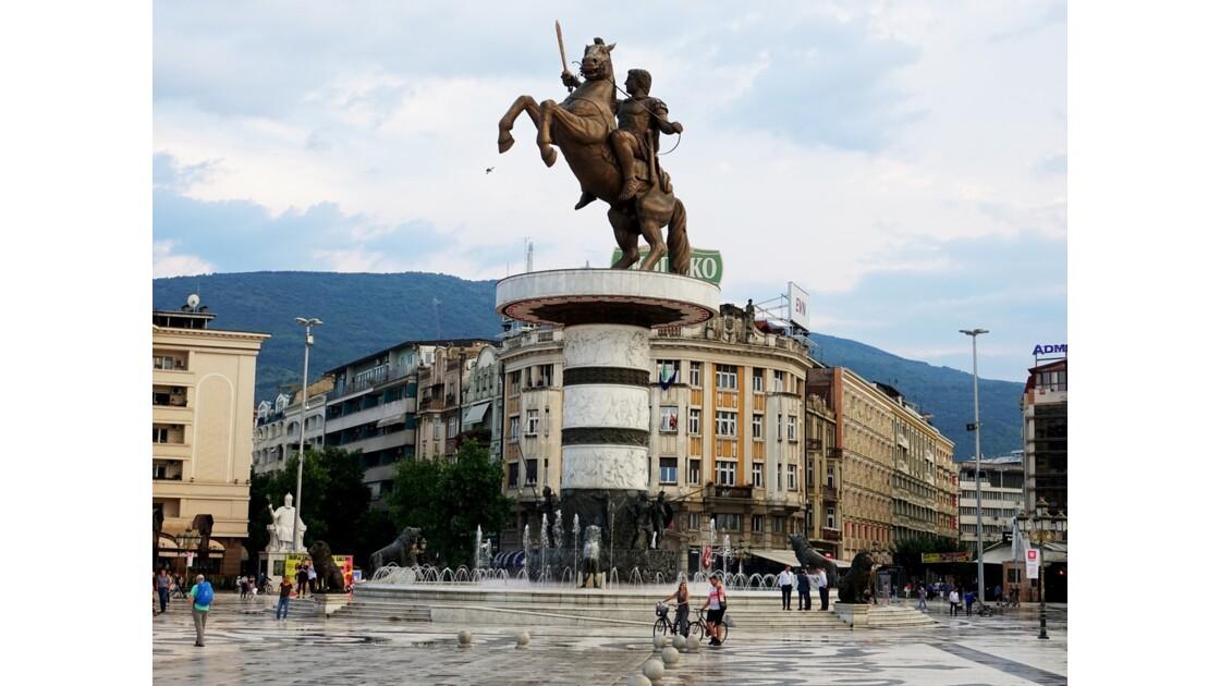 Macédoine Skopje  Statue du Guerrier à cheval 3
