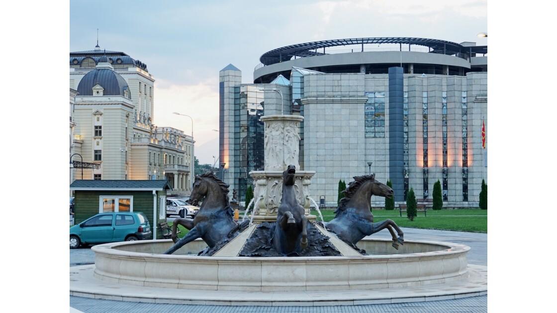 Macédoine Skopje  Fontaine aux chevaux place de la Macédoine