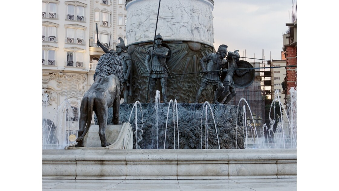 Macédoine Skopje  Fontaine de la Statue du Guerrier à cheval (