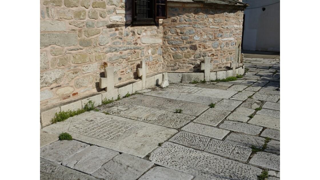 Macédoine Skopje Tombes autour de l'église Saint-Sauveur 2