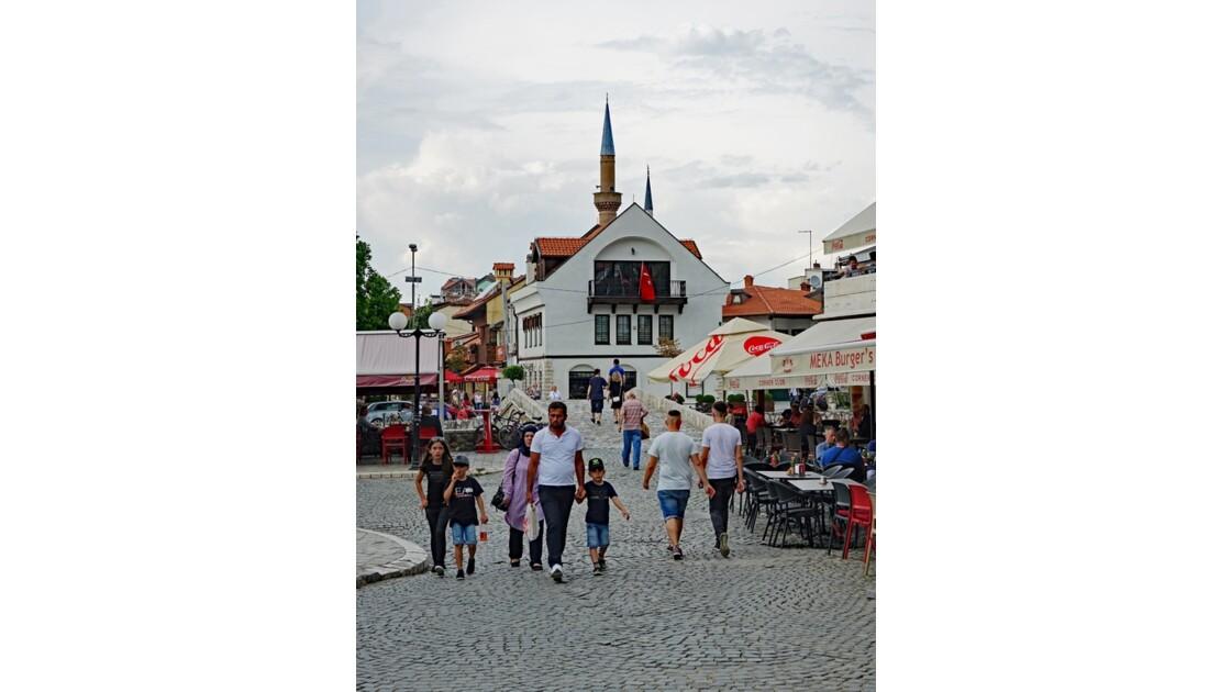 Kosovo Prizren Les cafés du Pont de pierre