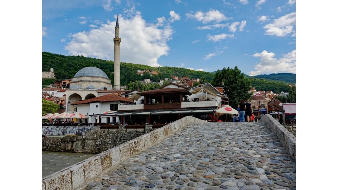 Kosovo Prizren Pont de pierre et Mosquée Sinan Pasha