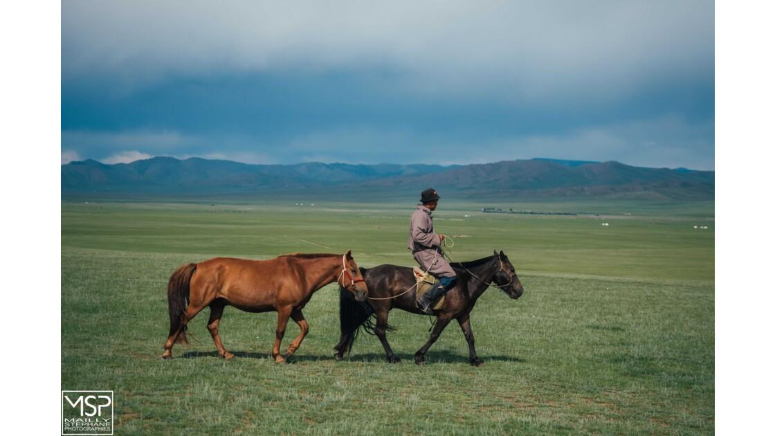 Mongolie - A cheval dans la vallée de l'Orkhon