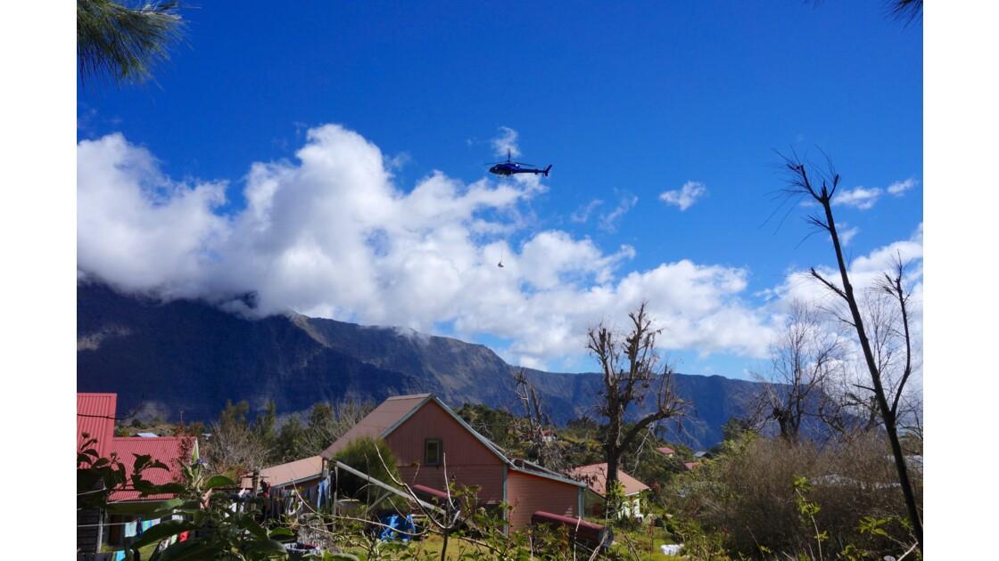 Hélicoptère sur La Nouvelle, réunion