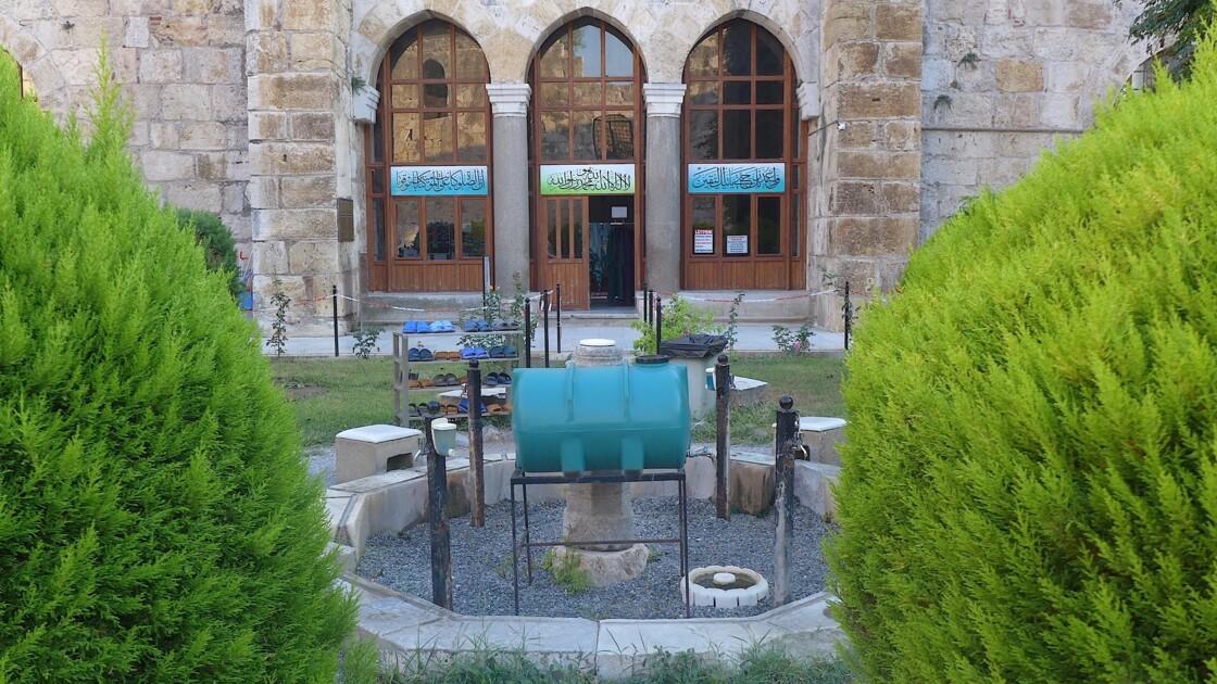 Entrée du lieu de prière d'Isa Bey