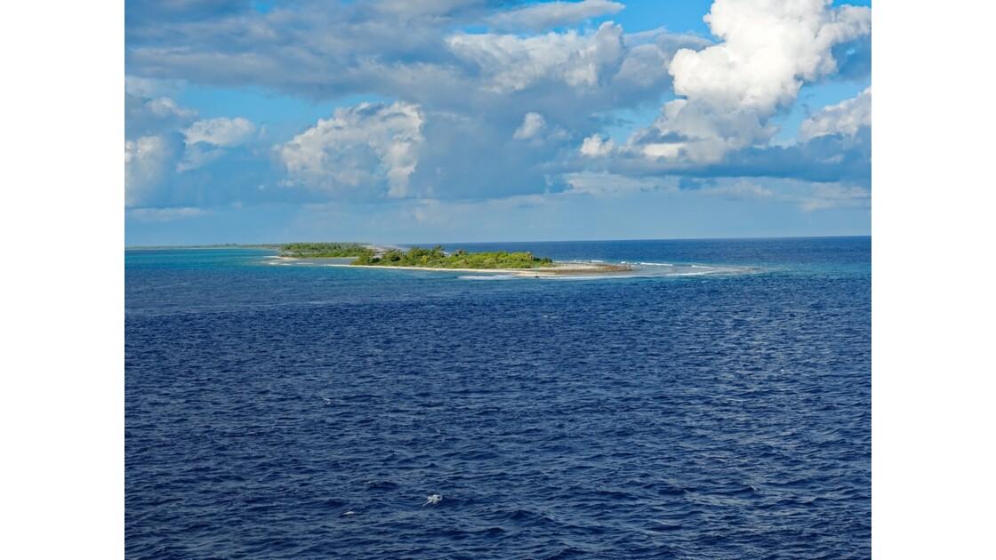 Tuamotu - Ilots A l'approche de Fakarava