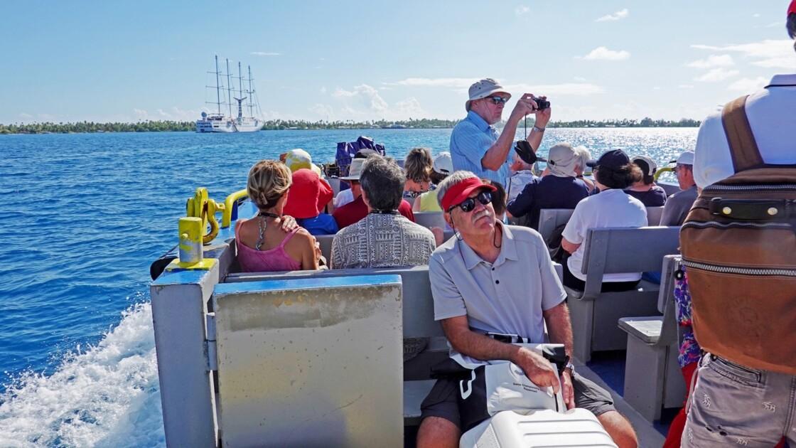 Tuamotu Fakarava - Débarquement en barge