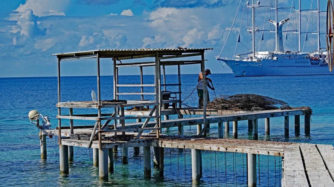 Tuamotu Fakarava - Elevage d'huitres perlières 2
