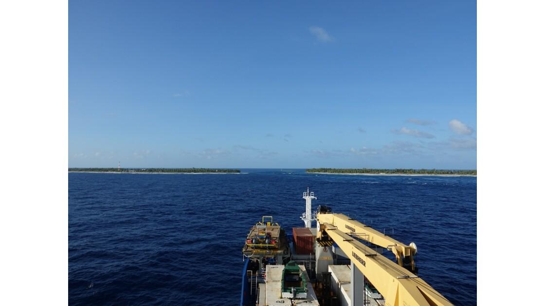 Tuamotu Rangiroa - Entrée de l'Aranui passe de Tiputa 1