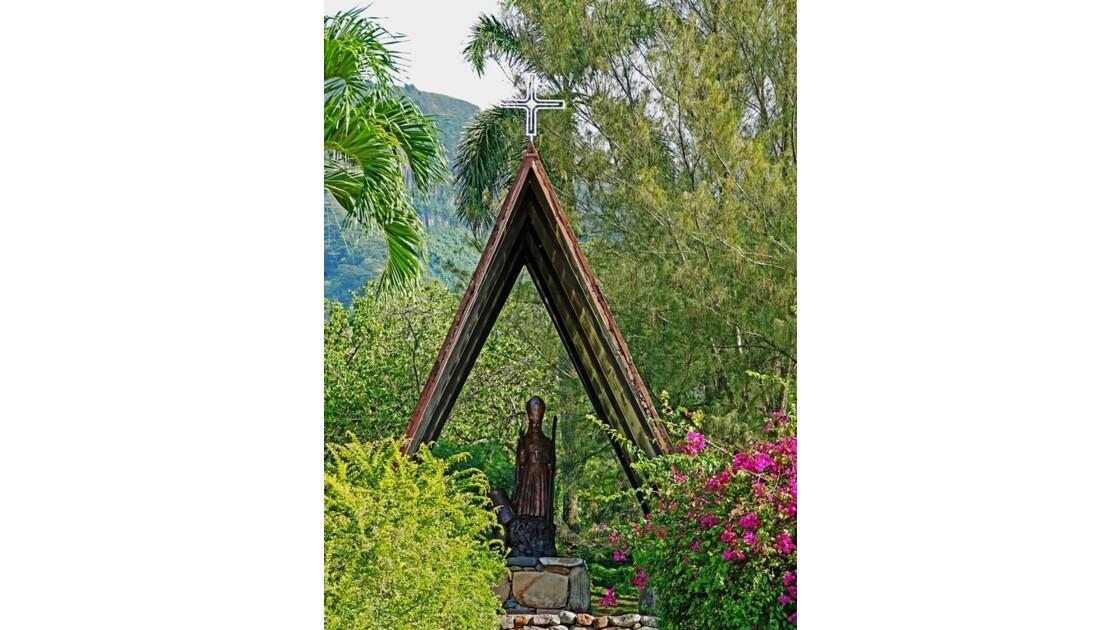 Nuku Hiva Notre-Dame-des-Iles-Marquises Statue de Mgr Dordillon 2