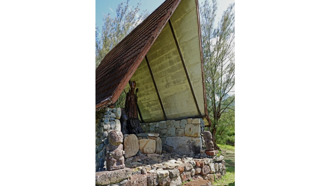 Nuku Hiva Notre-Dame-des-Iles-Marquises Statue de Mgr Dordillon 5
