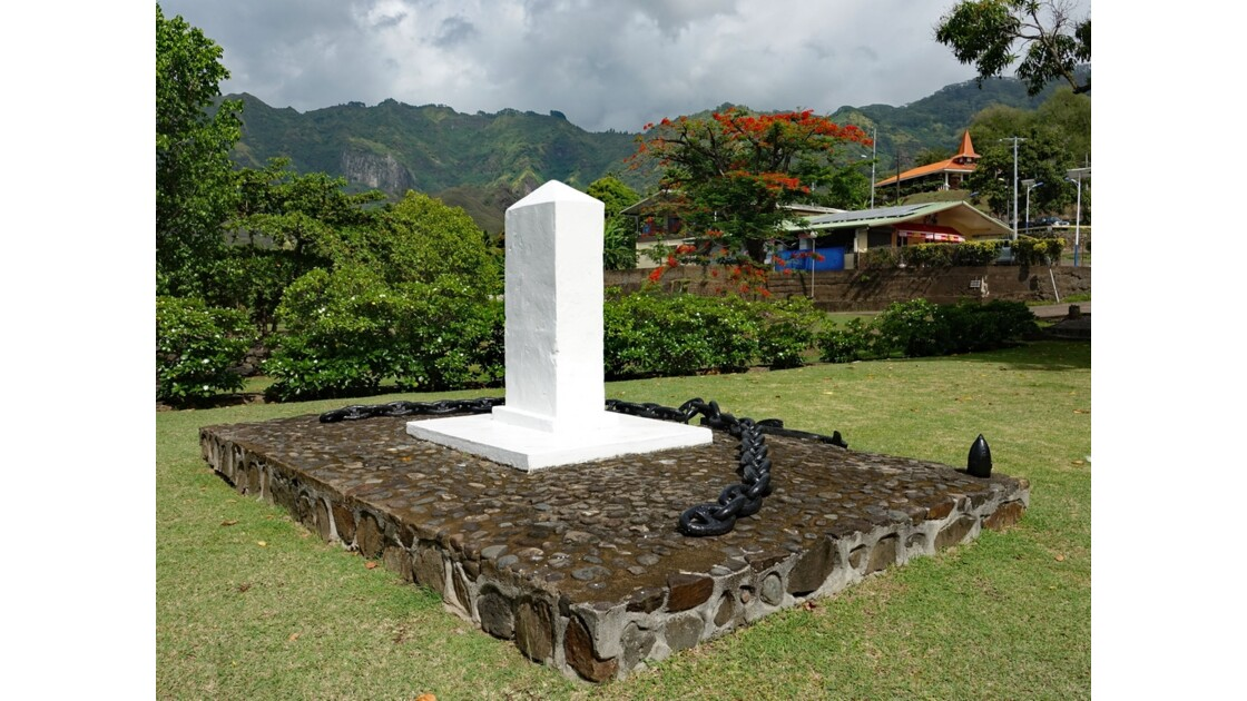 Les Marquises Nuku Hiva Taiohae Monument aux morts 1