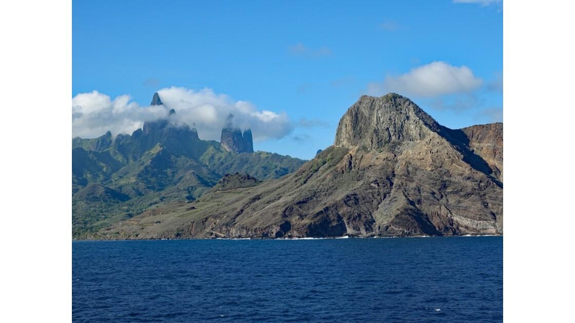 Les Marquises - Ua Pou Entrée dans la baie de Hakahau 4