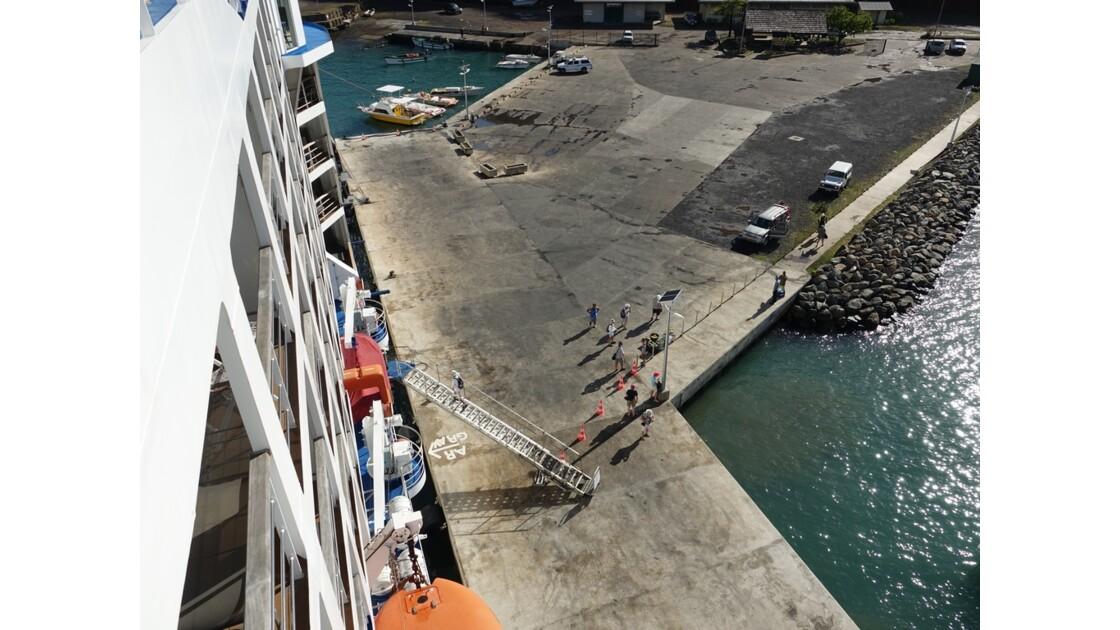 Les Marquises - Ua Pou Hakahau L'Aranui à quai 1