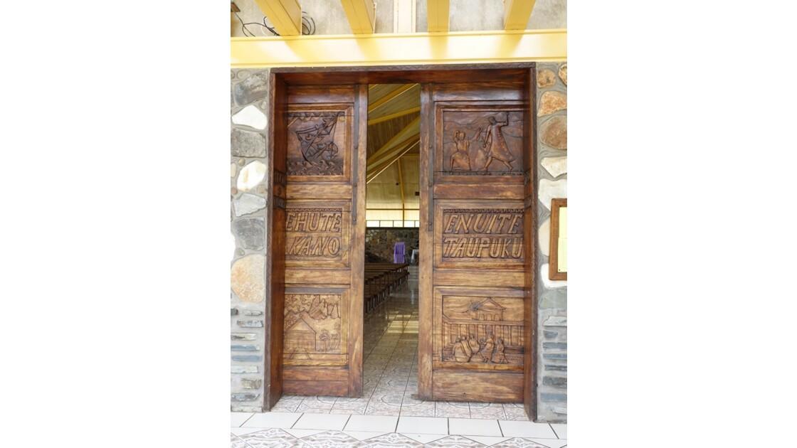 Les Marquises - Ua Pou Hakahau La porte de l'église St-Etienne 2