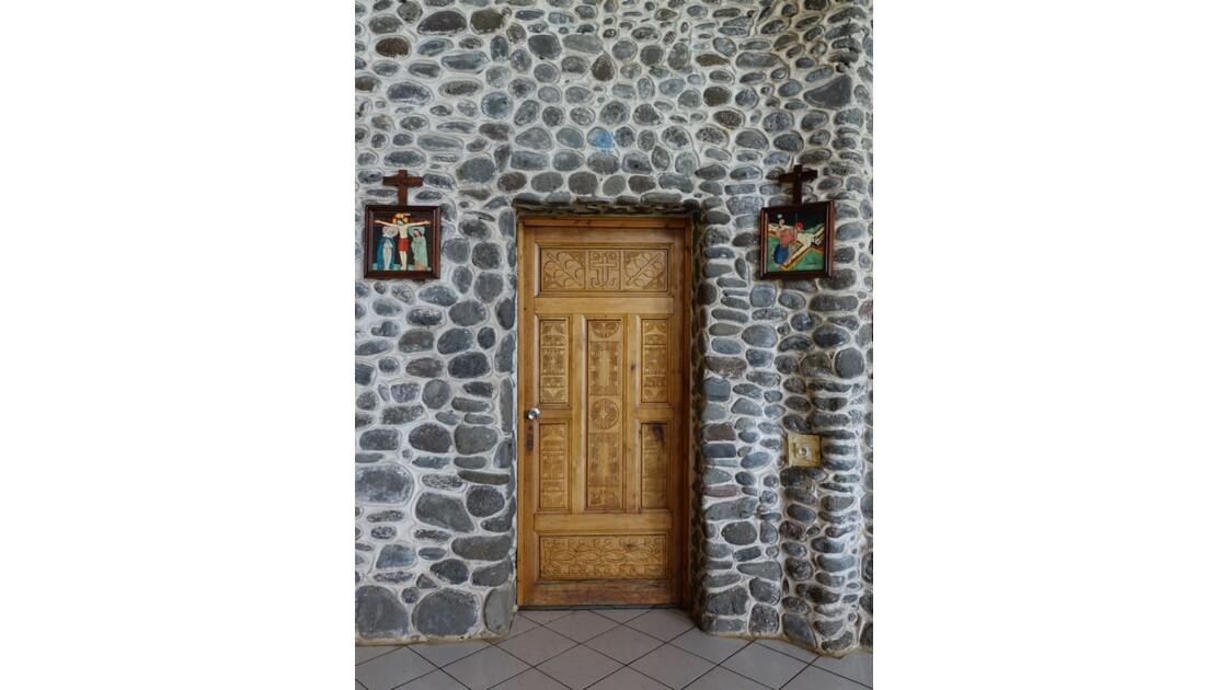 Les Marquises - Tahuata Vaitahu - Eglise Sainte Mère de Dieu - Porte de la sacristie