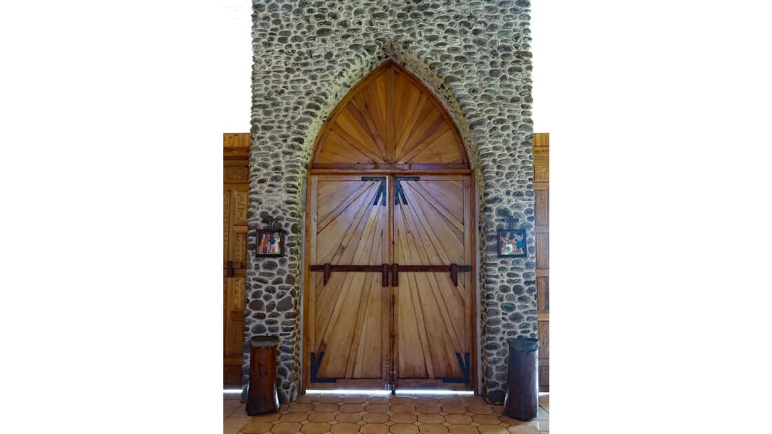Les Marquises - Tahuata Vaitahu - Eglise Sainte Mère de Dieu - Porte d'entrée