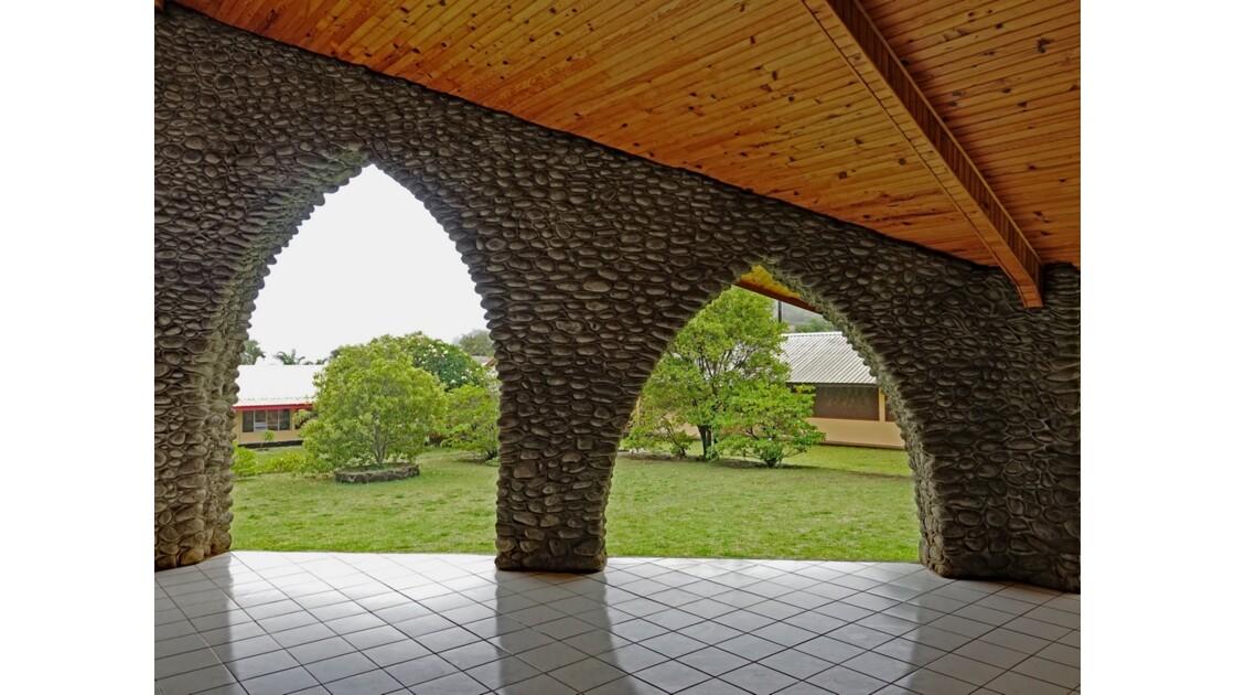 Les Marquises - Tahuata Vaitahu - Eglise Sainte Mère de Dieu L'entrée