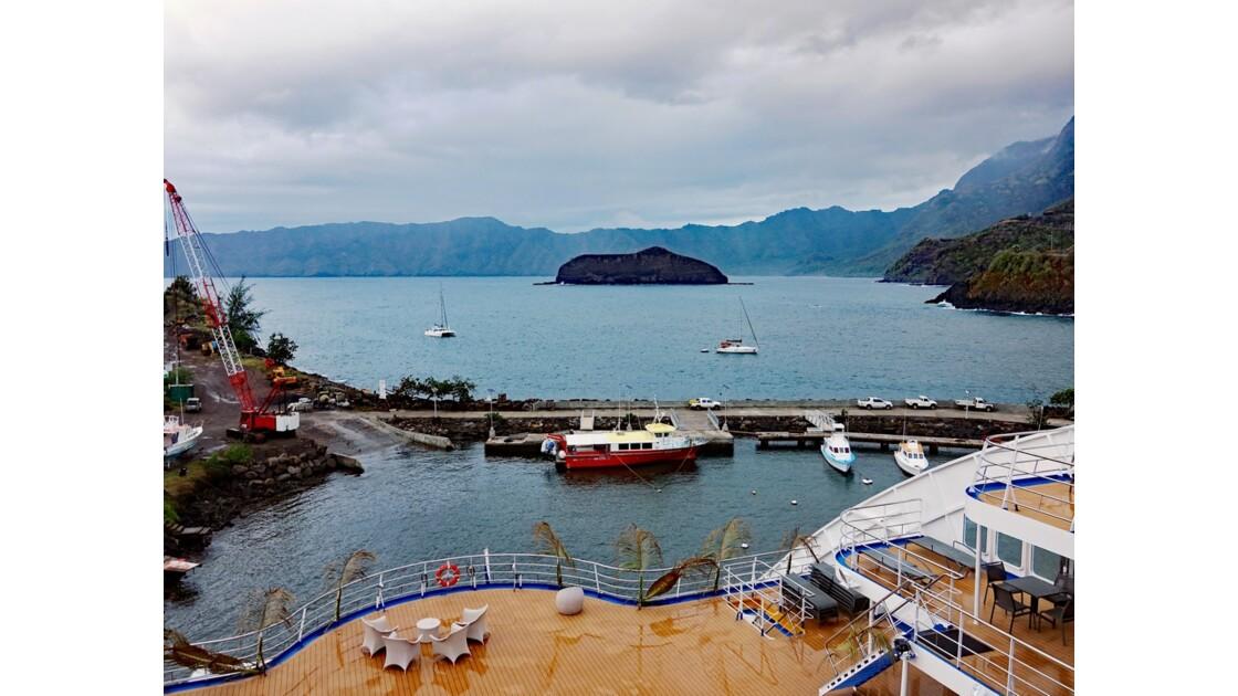 Les Marquises - Hiva Oa Baie d'Atuona 1
