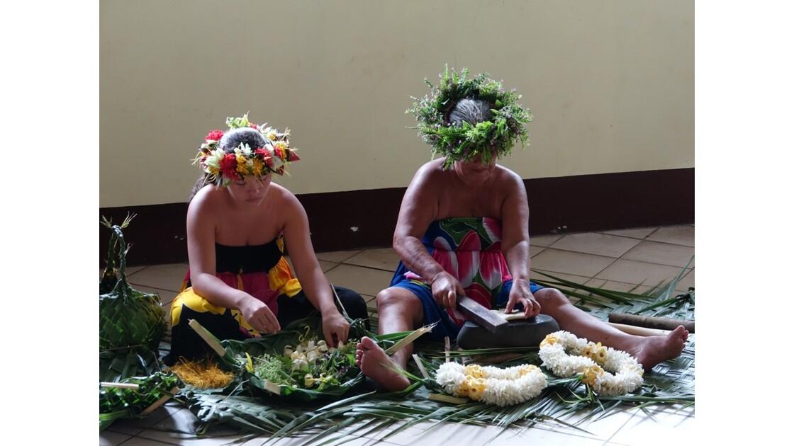 Les Marquises Fatu Hiva Omoa Préparation du Tapa 6
