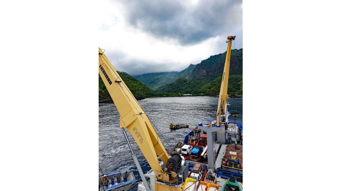 Les Marquises Fatu Hiva L'Aranui dans la baie de Omoa 1