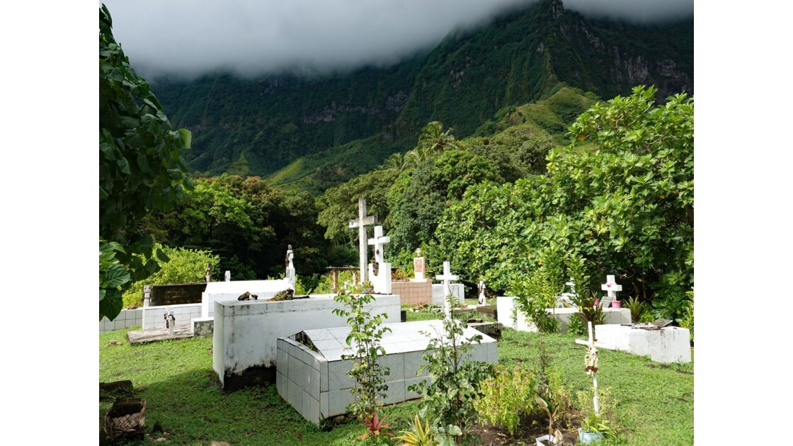 Les Marquises Fatu Hiva Hanavave Le cimetière 2
