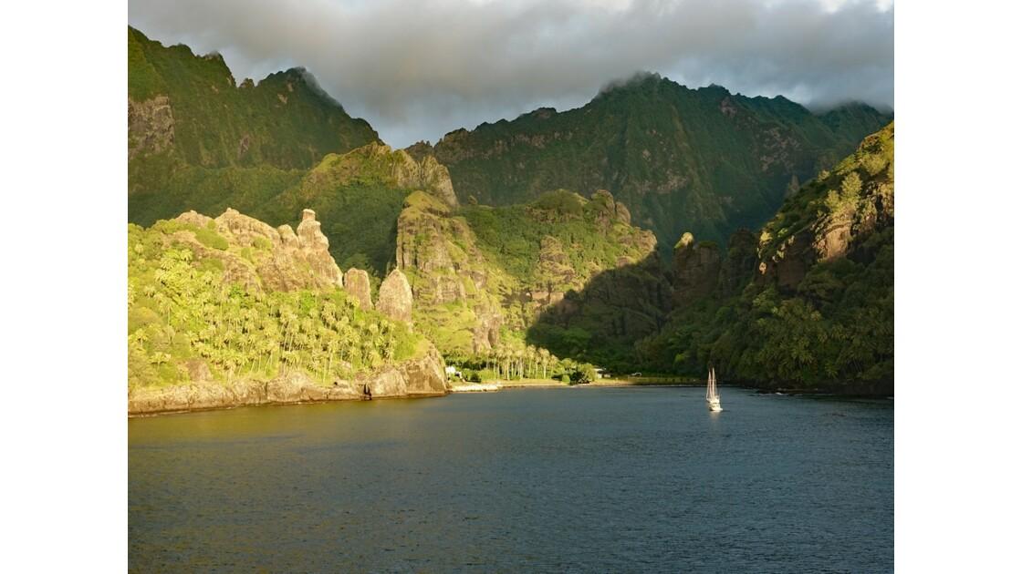 Les Marquises Fatu Hiva Sunset sur la Baie des Vierges 5