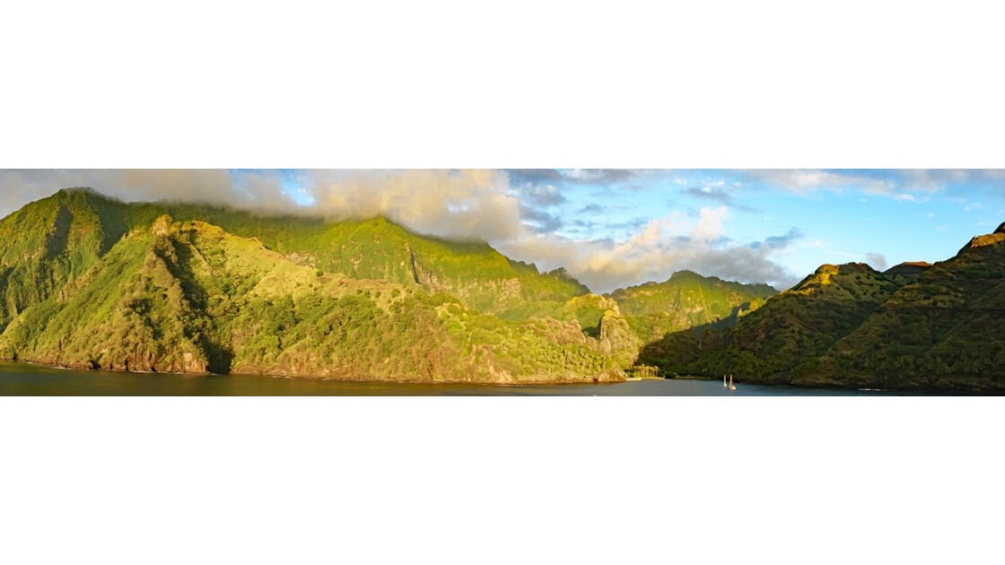Les Marquises Fatu Hiva Sunset sur la Baie des Vierges 9