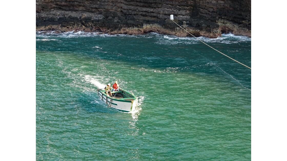 Les Marquises Ua Huka - baie de Vaipaee - Amarrage de l'Aranui 4