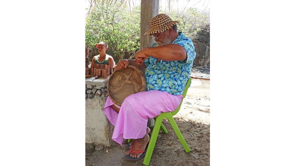 Les Marquises Ua Huka - Hokatu - les sculpteurs 2