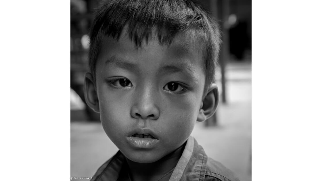 Une série de portraits carrés réalisés lors de mon dernier voyage au Myanmar(Birmanie)
