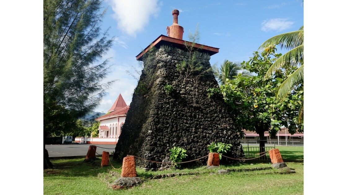 Tahiti Nui Tombeau du roi Pomaré V - 1