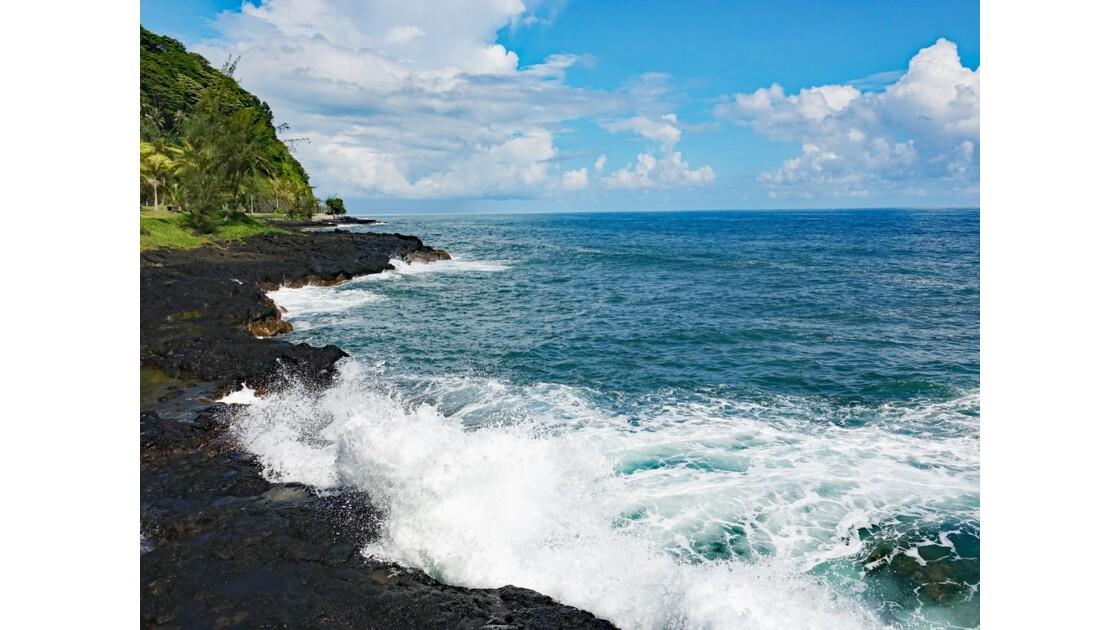Tahiti Nui La côte près du Trou du souffleur