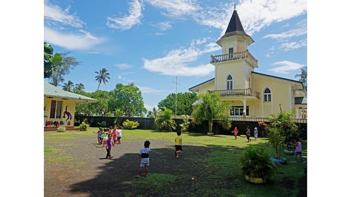 Tahiti Nui Temple protestant et école de Mahaena
