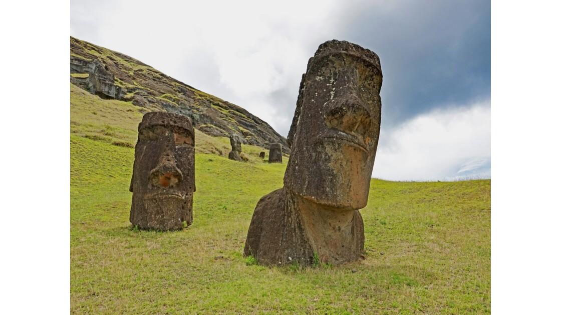 Ile de Pâques  Rano Raraku Moai Hinariru
