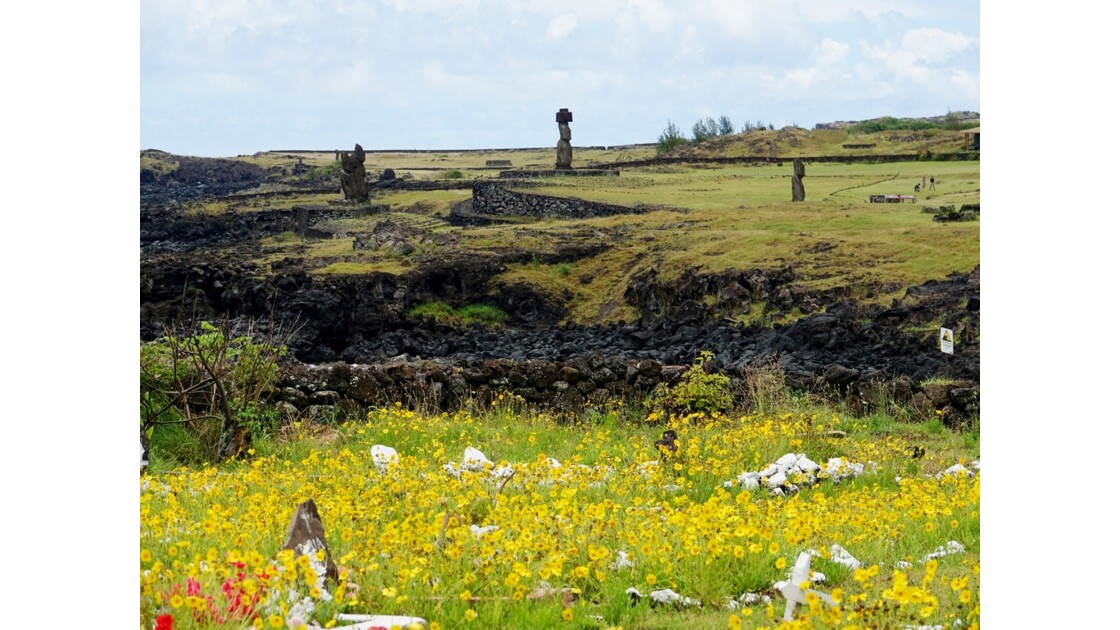 Île Pâques Tahai vu du cimetière de Hanga Roa
