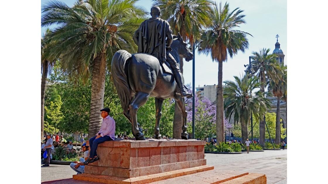 Chili Santiago Plaza de Armas Statue équestre de Pedro de Valdivia