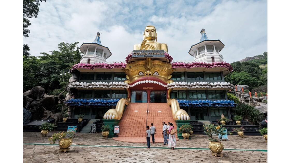 Le temple d'or et les grottes sacrées de Dambulla