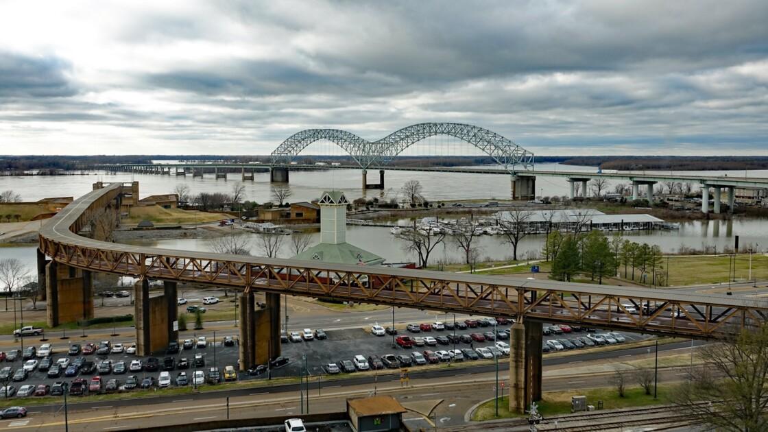 Memphis Hernando de Soto Bridge Le soir 1