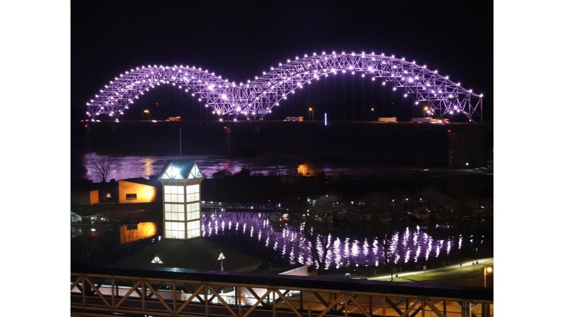 Memphis La nuit sur Hernando de Soto Bridge 2