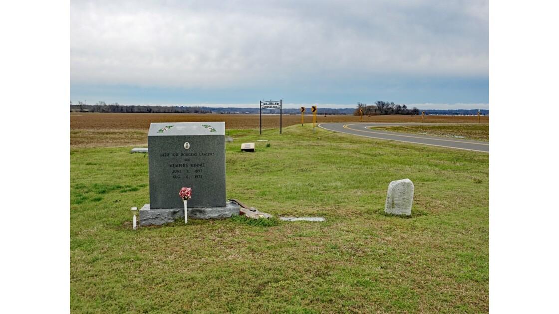 Walls New Hope Missionary Baptist Church tombe de Memphis Minnie 1