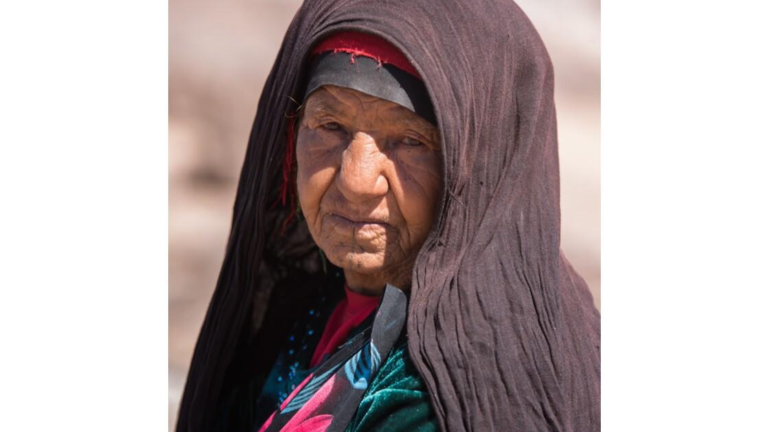 Femme Berber des montagnes de L Atlas