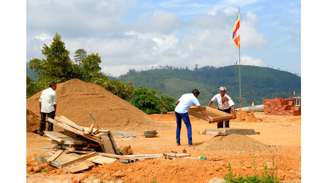 Ella, Construction Stupa.