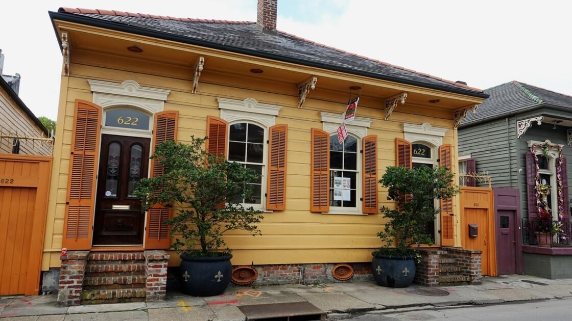 New Orleans Les jolies maisons de Barracks Street