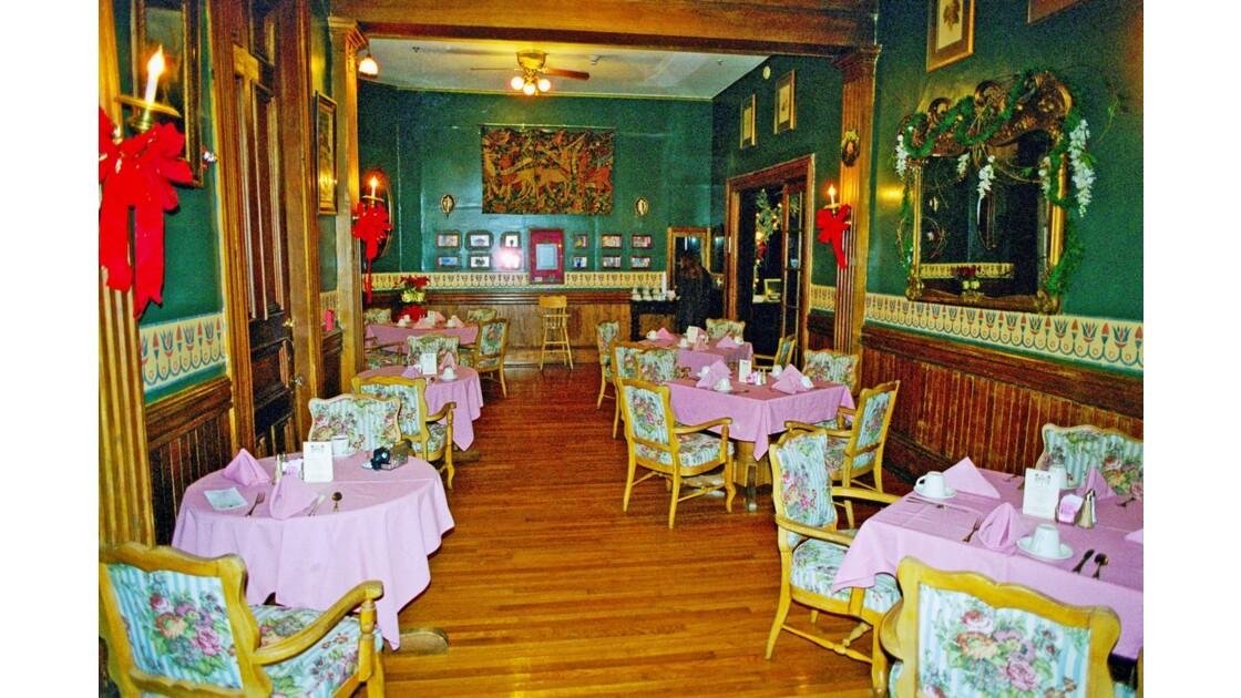 New Orleans Garden District Columns Hotel Salon Petit déjeuner
