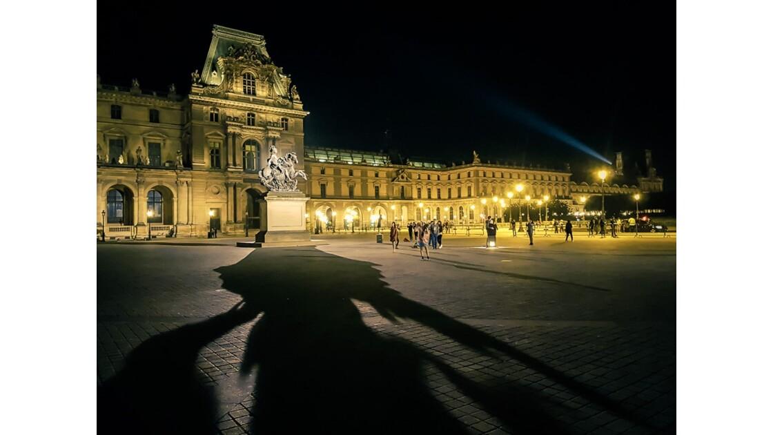 Paris cour du Louvre